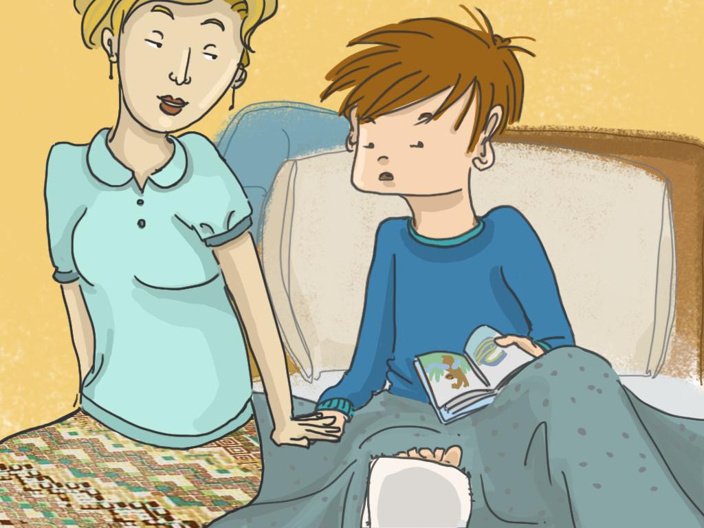 La mamá de Papelucho está sentada con él en su cama. Le está tomando la mano.