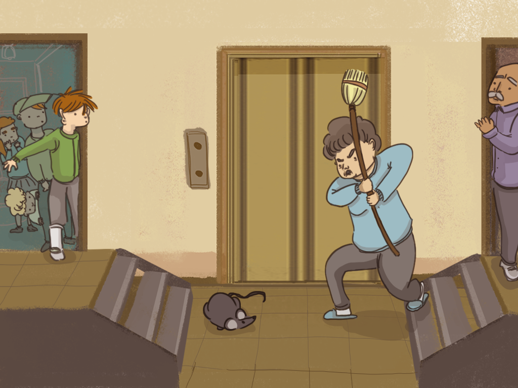 Una señora persigue a un ratón afuera del ascensor del edificio. Papelucho mira desde una esquina.